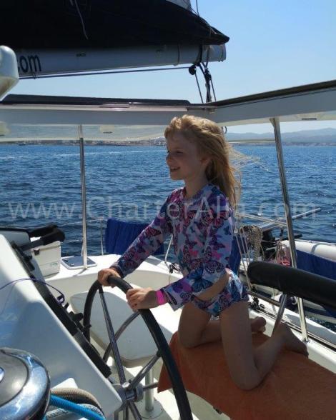 O catamara 2019 Lagoon 380 e tao facil e seguro de navegar que ate uma crianca pode faze lo
