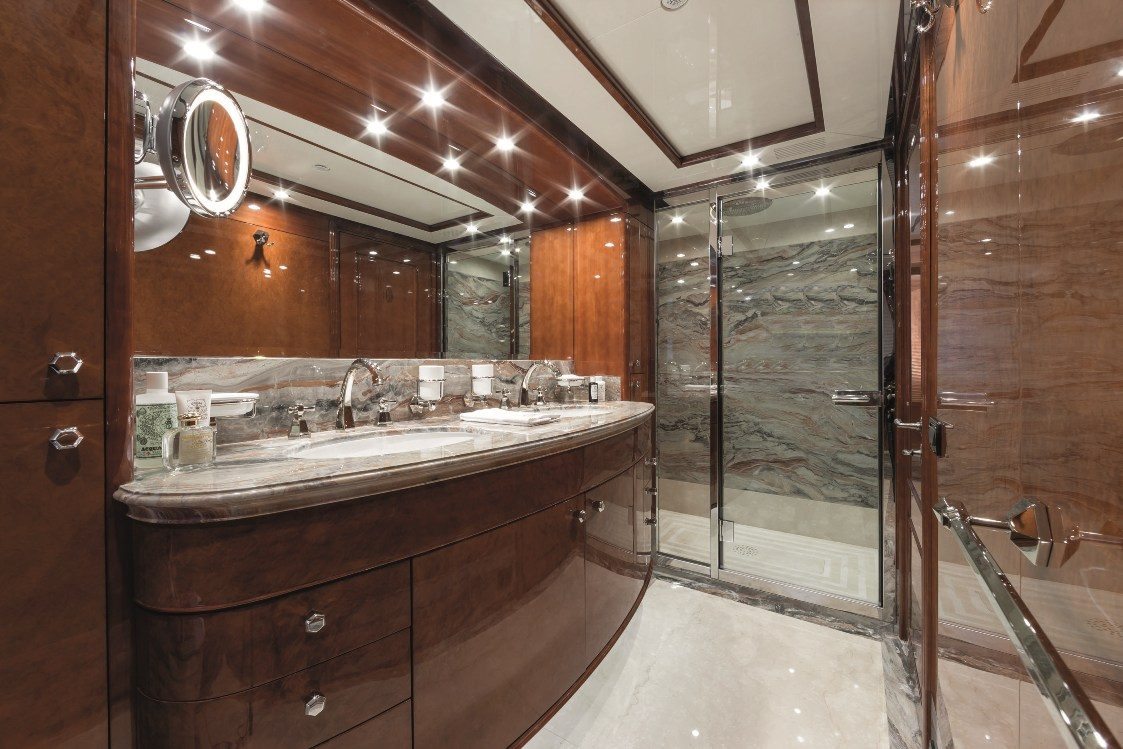 Motor Yacht CHECKMATE VIP Bathroom Luxury Yacht