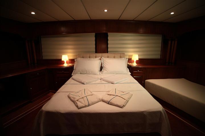 DEA DELMARE Turkish Gulet Master Cabin Yacht Charter