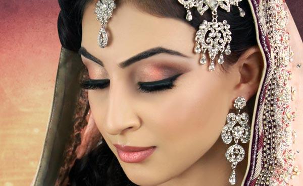 10 conseils de maquillage de mariée essentiels pour un mariage parfait Look Charu Khurana