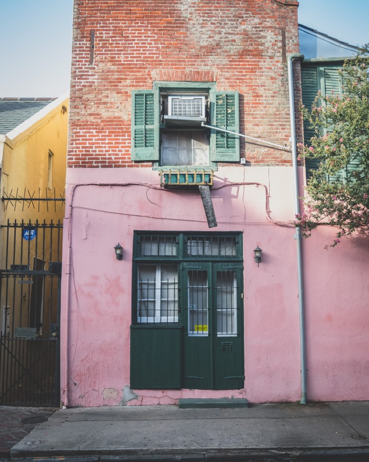 Five Things I Loved in New Orleans | These are things to experience in New Orleans whether you try to or not. The food, the alcohol, the culture, and more. All uniquely New Orleans. | Chasing Departures | #neworleans #whattodoinneworleans #louisiana #southernus #south #colorful