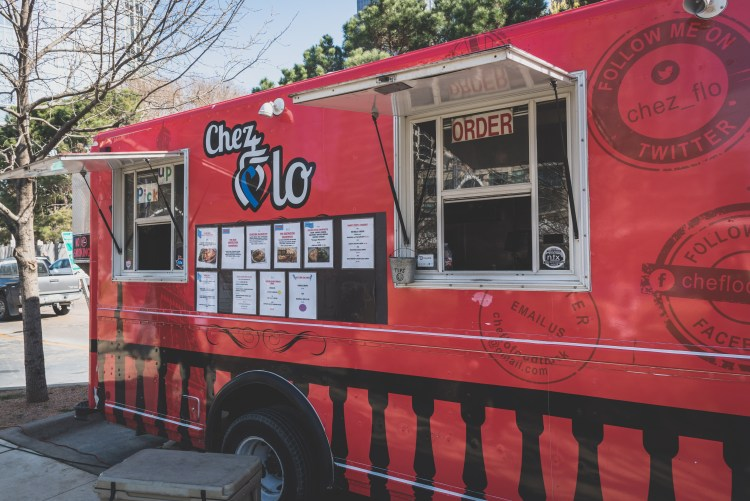 Layover in Dallas: A Quick Guide for 12 Hours | Chez Flo Food Truck | If you have a long layover in Dallas, there are plenty of activities and delicious food to keep you occupied outside the airport. | Chasing Departures | #dallas #texas #thingstododallas #downtowndallas #layover #travel #guide