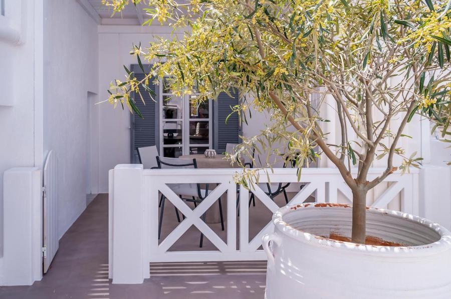 Greece Travel Blog_Milos Island Guide_Milos Bay Suites