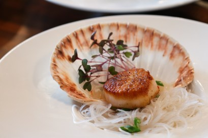 Scallop w/ rice noodle, lemongrass, garlic, chili & scallions