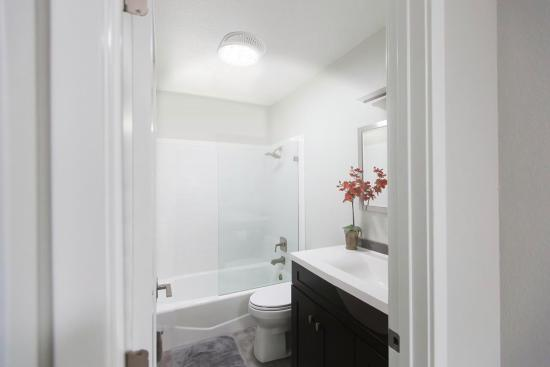White bathroom | Chattanooga Home Inspector | home improvement projects Chattanooga