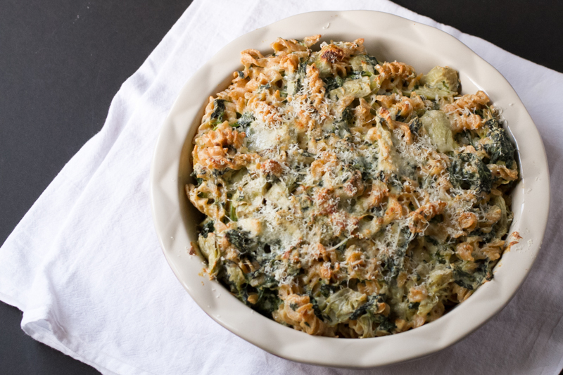 Pasta pie, a la Silver Spoons or The American Café, is an easy and SO tasty way to use up the vegetables in your fridge for a great simple dinner! | recipe from Chattavore.com
