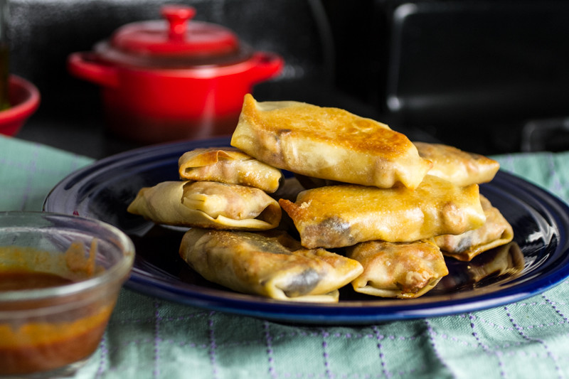 What better way to use up your leftover BBQ pork and coleslaw than to roll them in an egg roll wrapper and turn them into BBQ pulled pork egg rolls? | recipe from chattavore.com