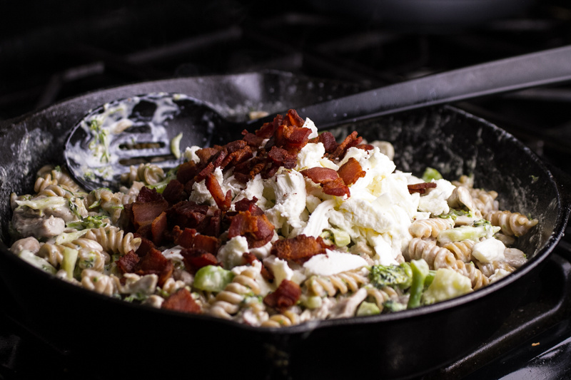 Who can turn down dinner that's made in one skillet? This chicken bacon alfredo skillet is a complete meal with minimal clean-up! | recipe from Chattavore.com