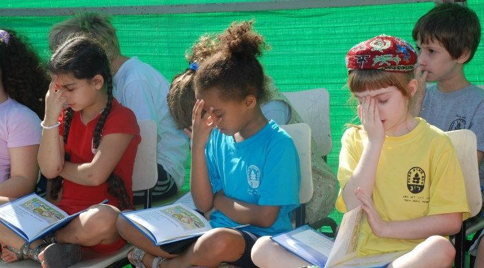 Israeli children, eyes covered, reciting the Sh'ma