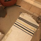"""Can someone tell me if this a good a good tallit? It seams kinda short, dose it have a """"model name""""?"""