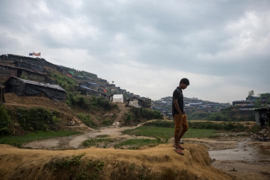 Profile of a man walking through a Rohingya refugee camp in Bangladesh