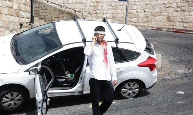 Jewish driver attacked by Arab lynch mob near Old City of Jerusalem