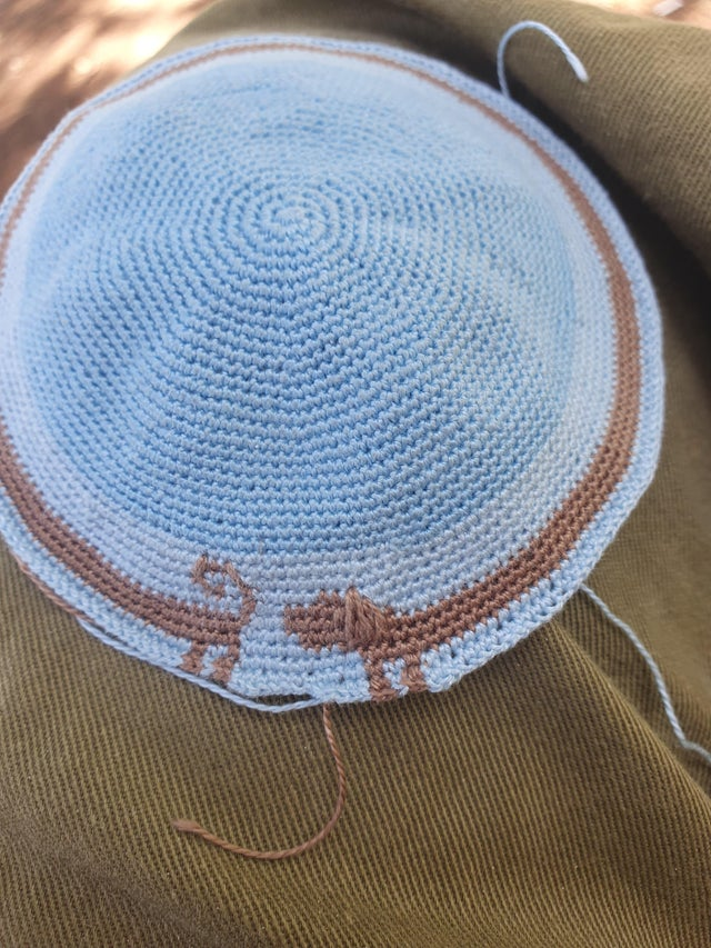 Making progress on a Kippah for my dad, between the different tasks of Miluim