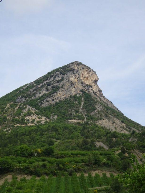 énigmatique profil du rocher de Bramard