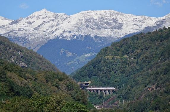 Sicht auf das Gotthardmassiv von Airolo her [2], da sind Pyramidenberge