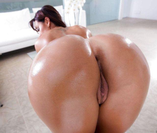 Big Booty Oiled Latina Naked And Fuck