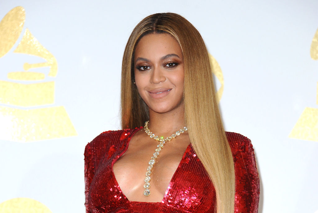 https www cheatsheet com entertainment beyonce fans cant tell if she got lip fillers or simply overlined her lips after recent tv appearance html
