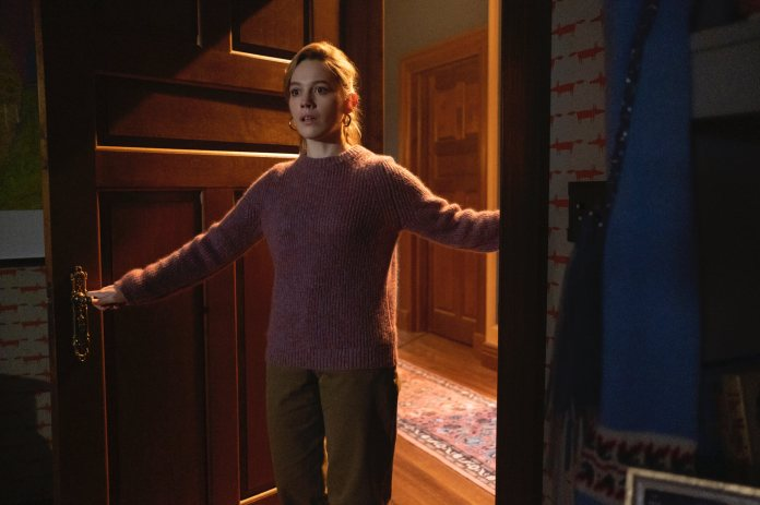 Victoria Pedretti as Dani Clayton in 'THE HAUNTING OF BLY MANOR.'