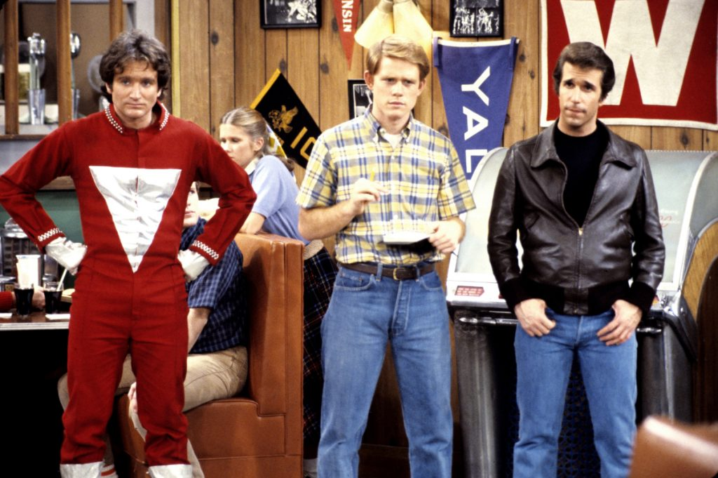 Robin Williams, Ron Howard, and Henry Winkler in a scene from 'Happy Days'