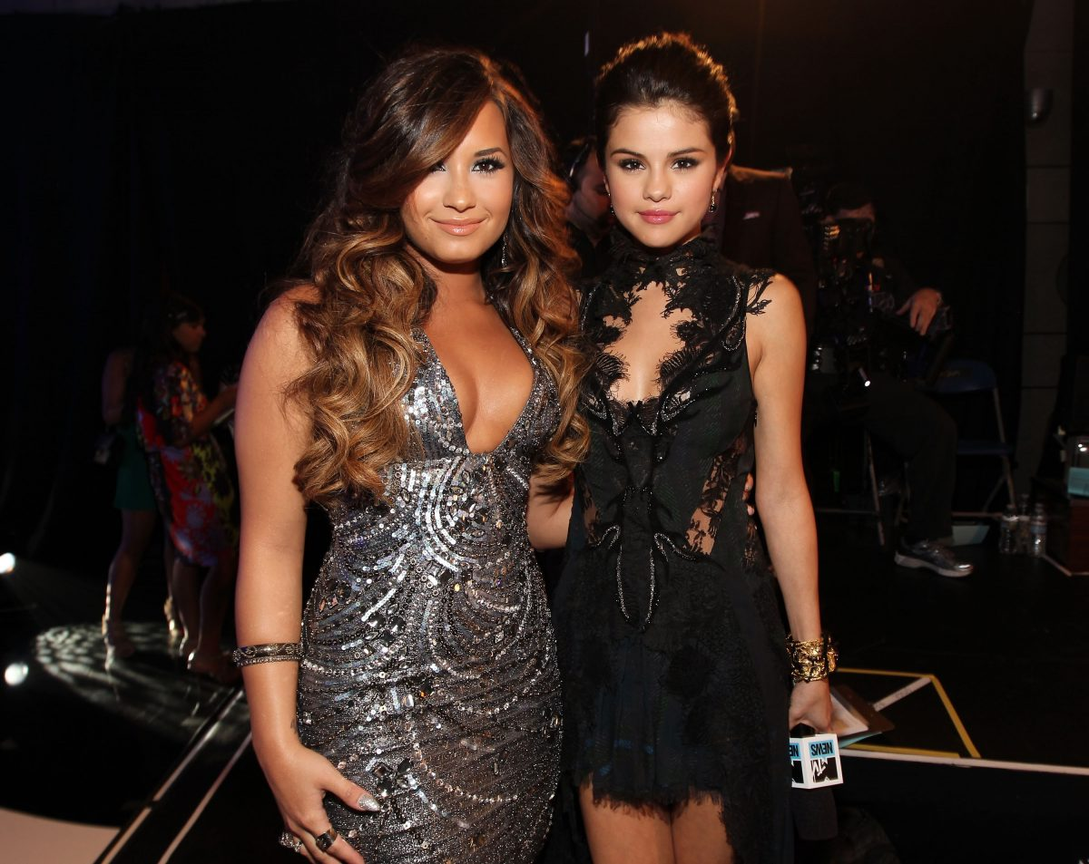 Demi Lovato (L) and Selena Gomez will reach the 2011 MTV Video Music Awards on August 28, 2011 in Los Angeles, California.
