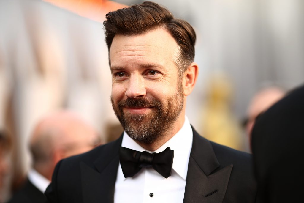 Jason Sudeikis laughs for a picture on the red carpet