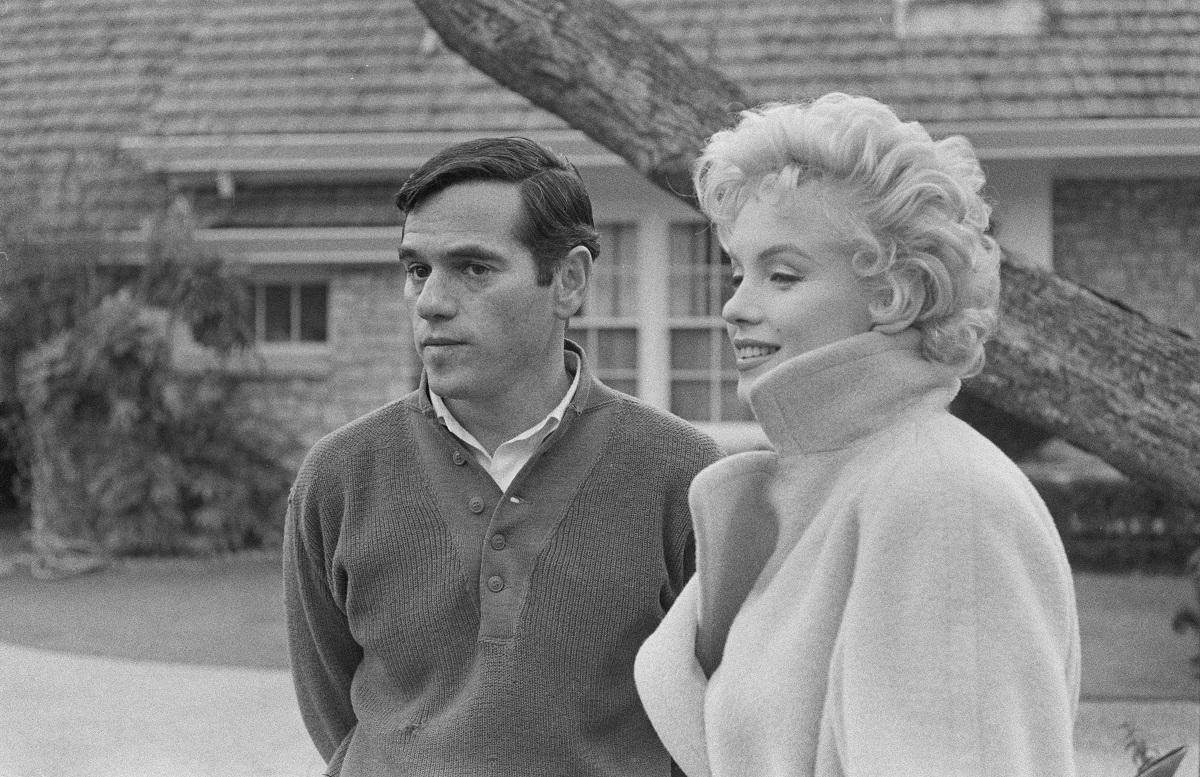 Marilyn Monroe with illustrator Milton Greene