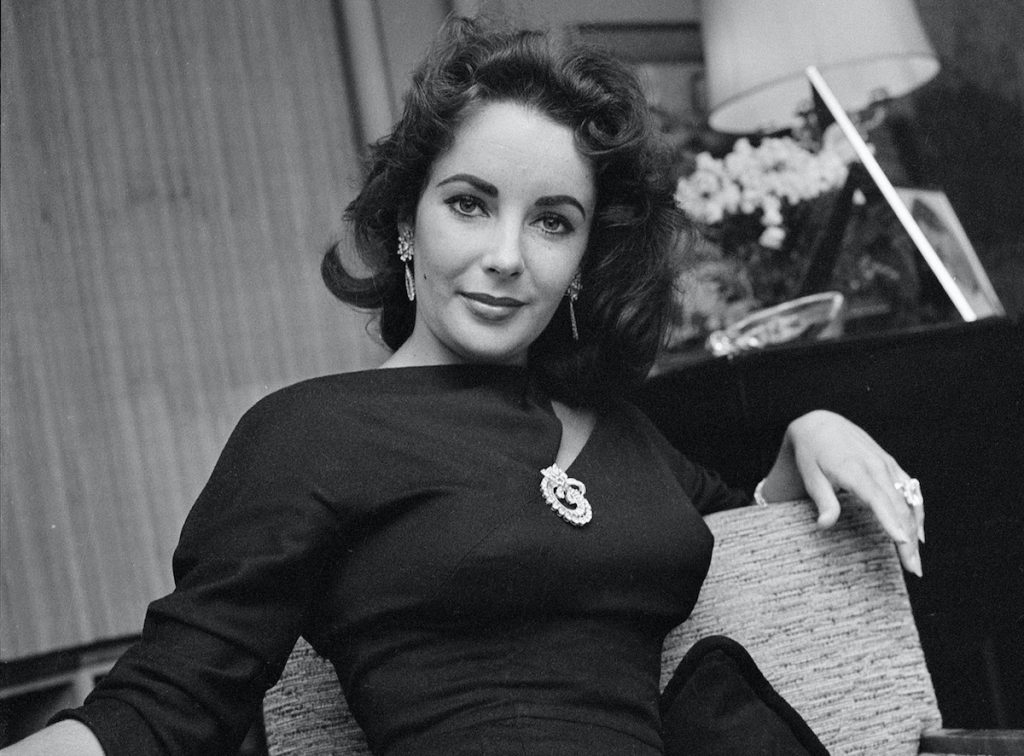 Elizabeth Taylor is pictured at home on February 20, 1957, in Beverly Hills, California |  CBS Photo Archive / Getty Images