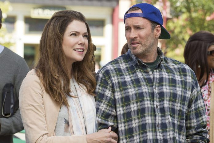 Lorelai Gilmore and Luke Danes switch arms on 'Gilmore Girls: A Year in the Life'