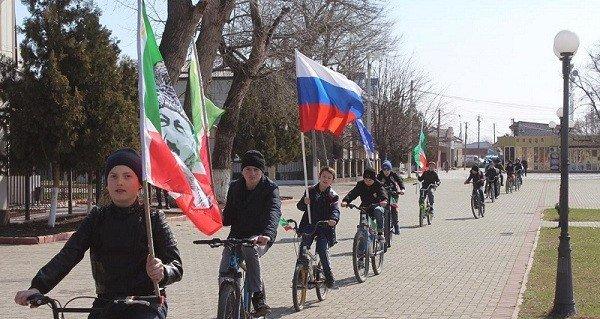 ЧЕЧНЯ. В районах республики отметили День принятия Конституции ЧР