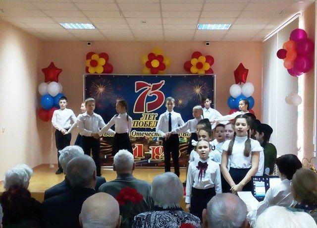 РОСТОВ. В школе №26 Первомайского района города юбилейной медалью наградили ветеранов Великой Отечественной войны