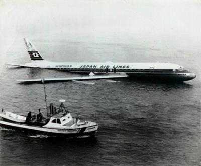 JAL DC-8 off SFO
