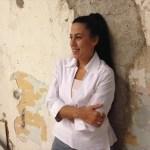 Η γλύπτρια Kelly στο Conte Marino Villas στα Χανιά Κρήτης.