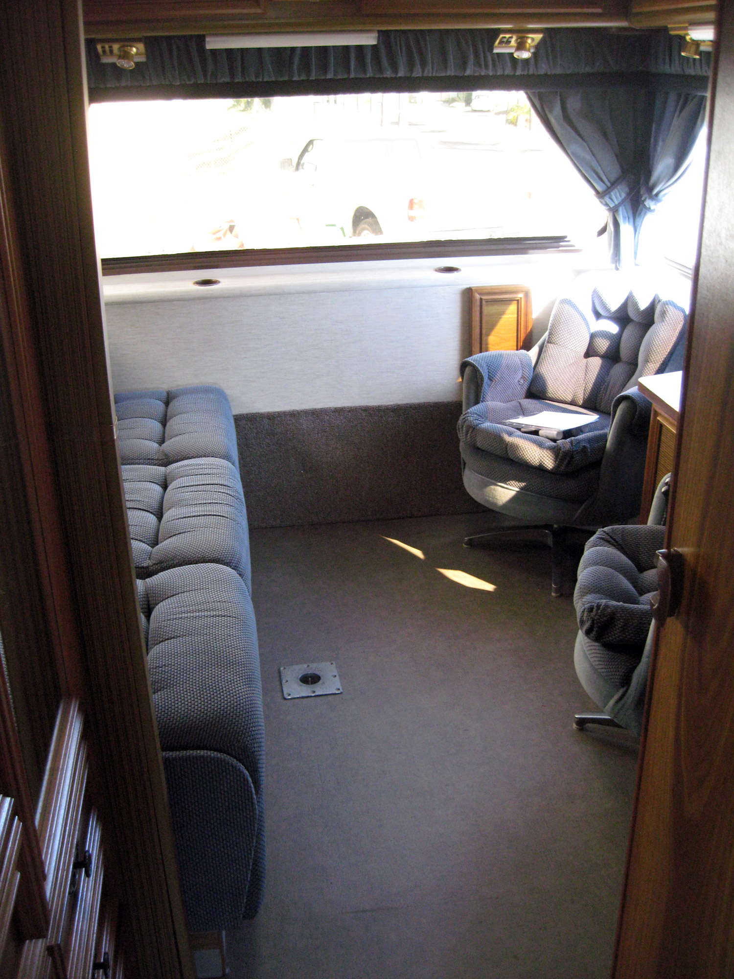 The Cheddar Yeti 1988 Lazy Daze Class C Motorhome