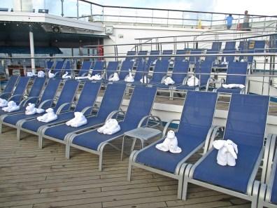 Tolle Idee, Handtücher-Kreationen auf dem Pooldeck