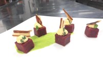Jessica Andrea Gi: Welcome Val di Sole 2018! Gnocchi cubi di barbabietola su crema di fave, mousse di zucca e chips di pancetta locale.