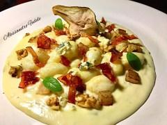 Alessandro Fedele: Gnocchi di patata su crema di gorgonzola DOP, speck Alto Adige croccante, pera al profumo di cannella e noci.
