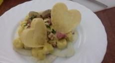 Mariacarla Dimarco: Gnocchi carciofi salsiccia cialda di parmigiano su letto croccante di finocchi
