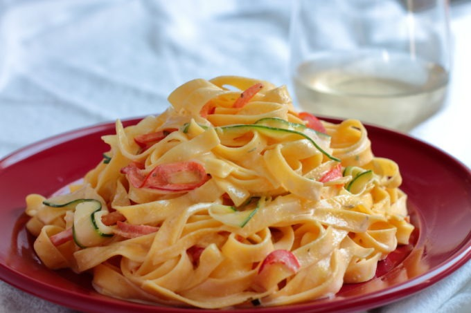 The sauce for this creamy, luscious fettuccine recipe has ONE INGREDIENT but it also has plenty of bright, fresh veggies to keep you from feeling too guilty to enjoy it.