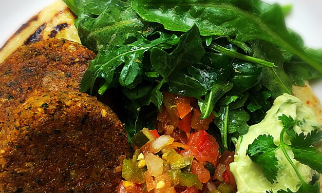 Chickpea burgers with Avocado Cream