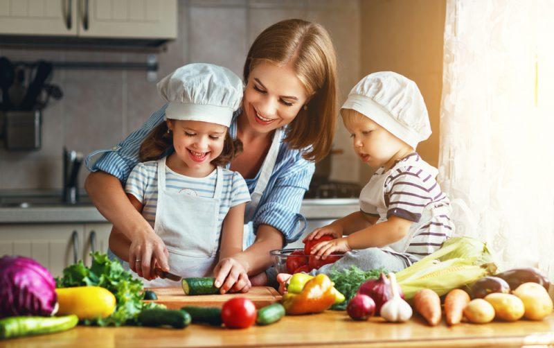 Trocknen Sie das Fleisch nach dem Rezept, um zu Hause Jamon zuzubereiten