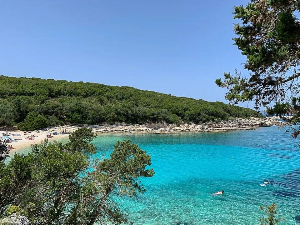 colore dell'acqua alla spiaggia di emplisi a cefalonia