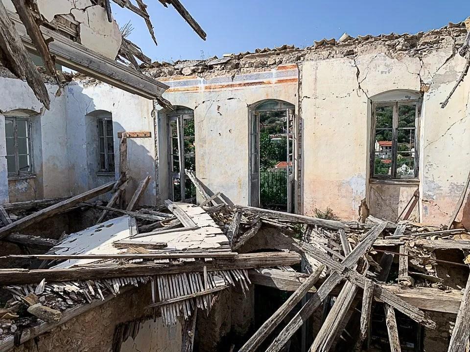 casa distrutta dal terremoto ad assos di cefalonia