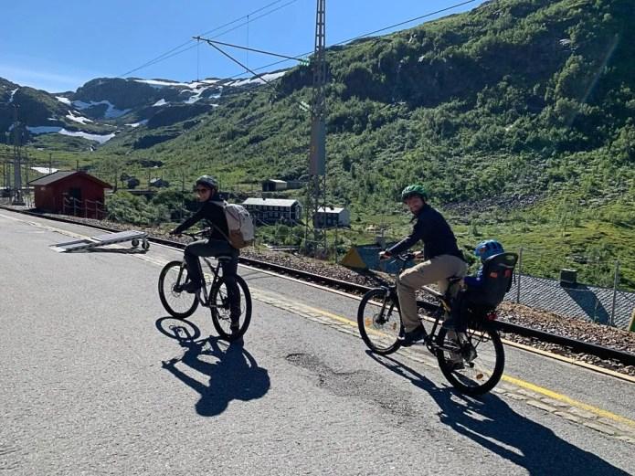 Che il viaggio abbia inizio noleggiando le bici a Myrdal durante la Flamsbana