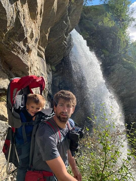 che il viaggio abbia inizio dietro la cascata Storseterfossen
