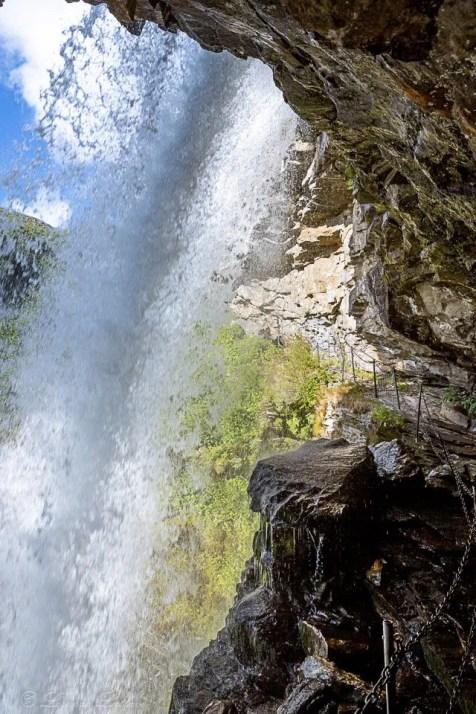 Dietro la cascata Storseterfossen