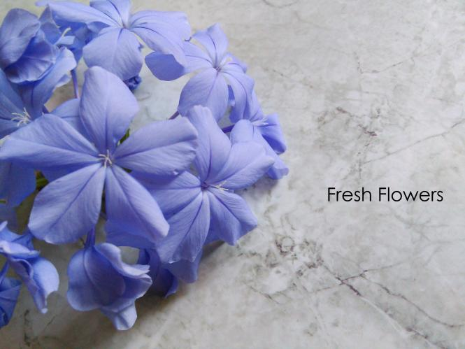 fresh flowers decor interiors blue flowers minimal decor