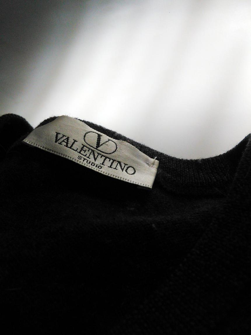knitwear jumpers sweaters capsule wardobe inspiration valentino wool v nack sweater