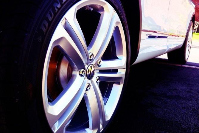 Silver car reem