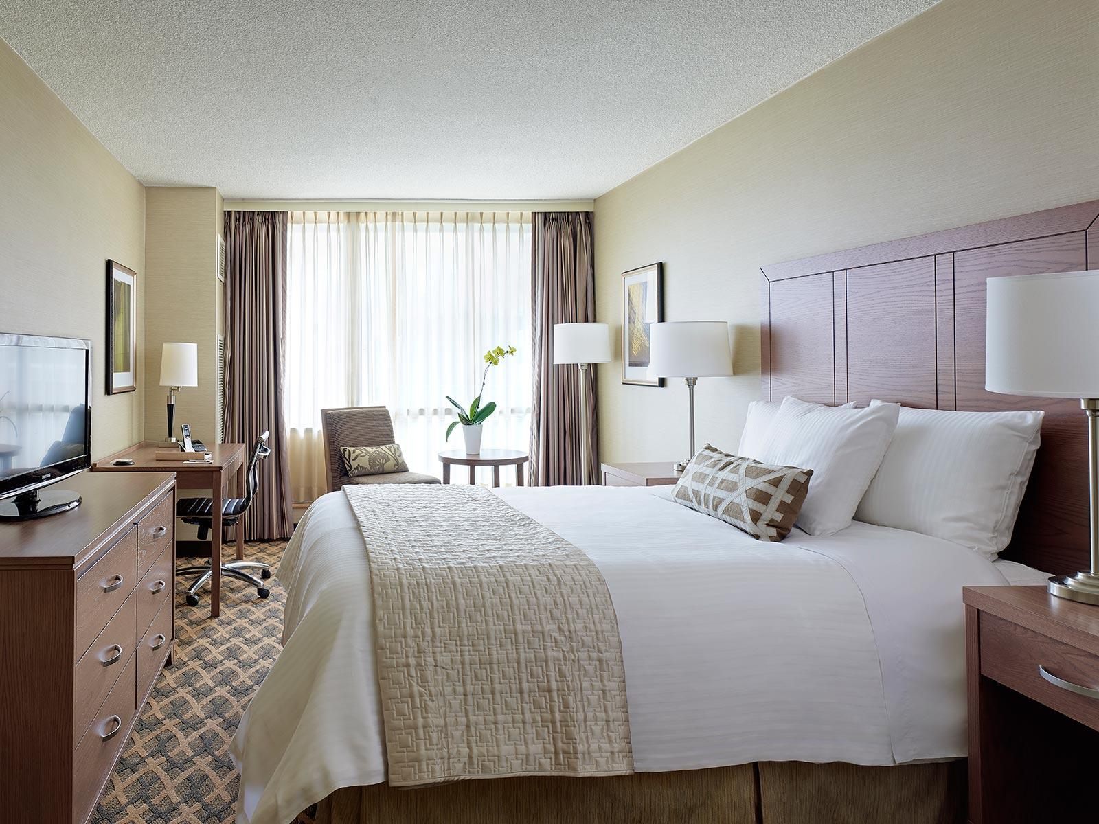 One Bedroom Hotel Suite With Balcony Chelsea Hotel Toronto