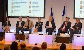 Table ronde dirigée par Bernard de la Villardière, avec Virginie le Sausse, Frédéric Conte et Alexandre Molinéris (Vitale Assistance), le lieutenant-colonel Valérie Lefebvre (Défense Mobilité), Stéphane Guyon (Renault Logistique) et Gérard Lefranc (Thalès). © MEDEF2019